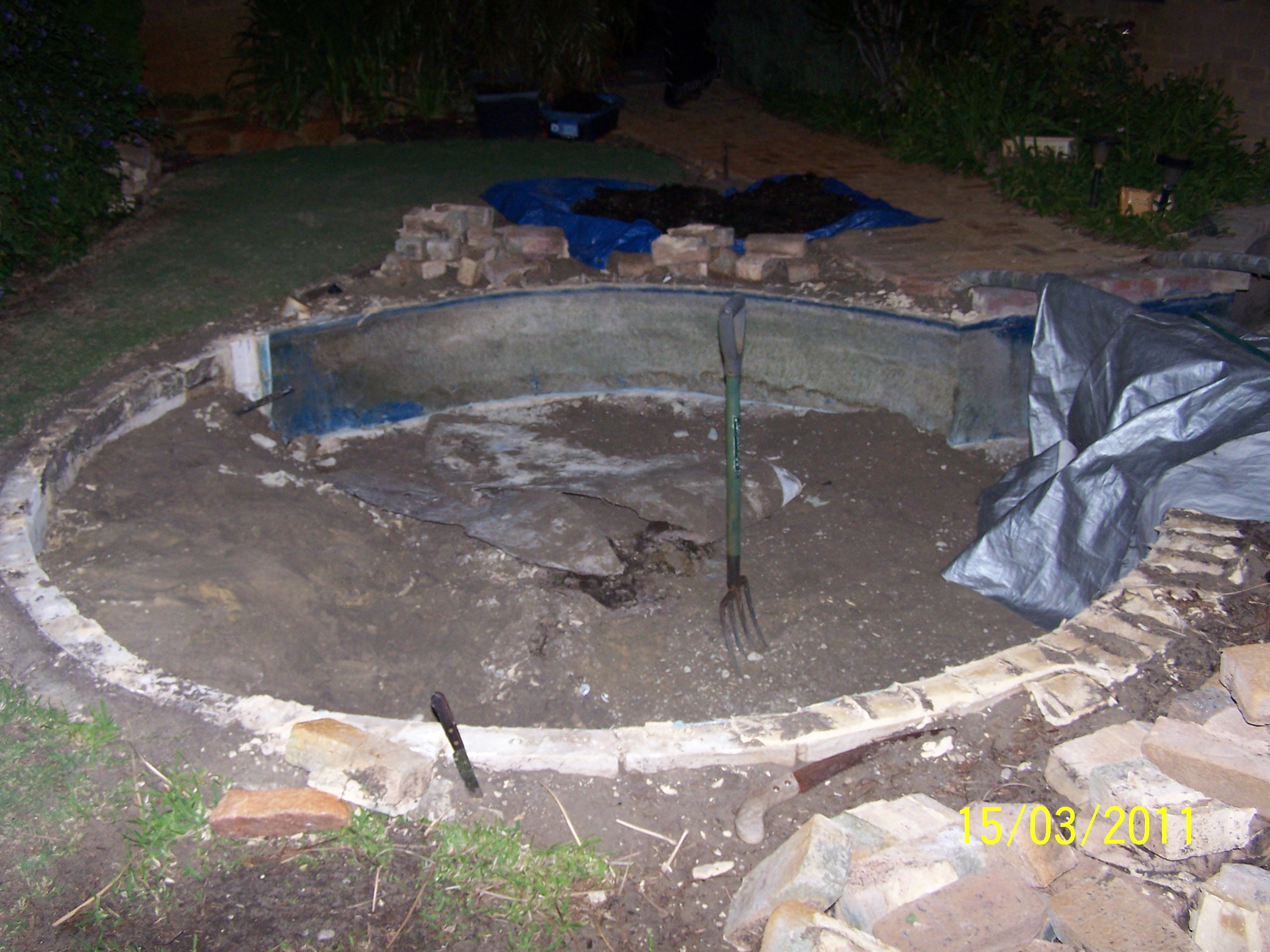 DES POND | HOWZA PONDS Perth Bricklaying Landscaping