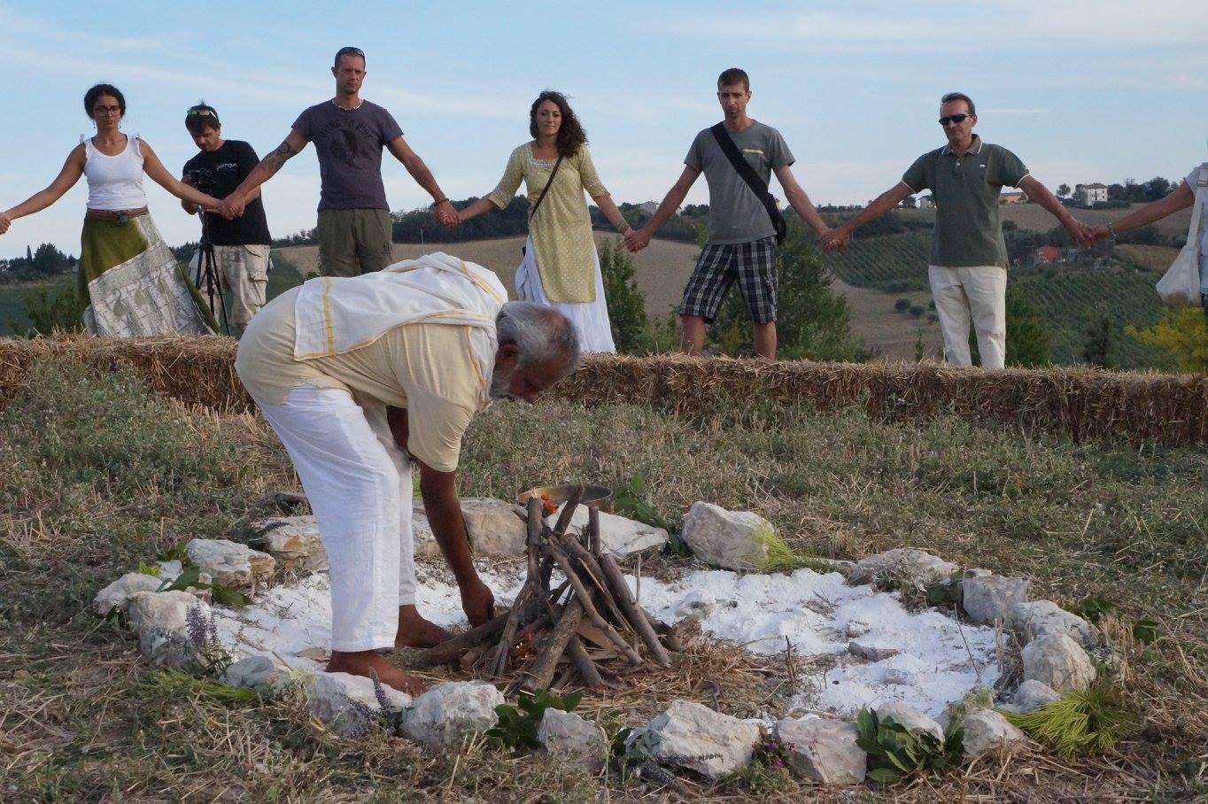 5 - Terzo Paradiso Ashram Joytinat_ accensione del fuoco_foto Cristiana Cardillo.jpg