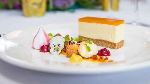 Cheesecake with Meringue Kisses