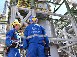 Alucor-2-guys-on-site-oil-and-gas.png