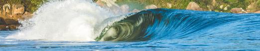 A praia da Guarda do Embaú possui uma excelente condição para o surf, reconhecida há décadas por turistas que amam praticar o esporte.  Foto: William Zimmermann