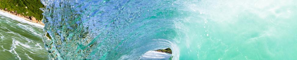 Na Guarda do Embaú os surfista  tem algumas opções de lugares para surfar, podem escolher surfar no canto do costão, meio da praia da Guarda do Embaú e também na prainha onde essa foto foi tirada.  Foto: William Zimmermann   .