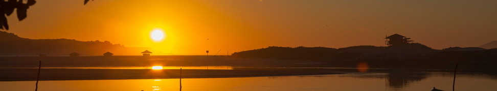 Nascer do sol na praia da Guarda do Embaú visto a partir do Rio da Madre. Foto: Plínio Bordin