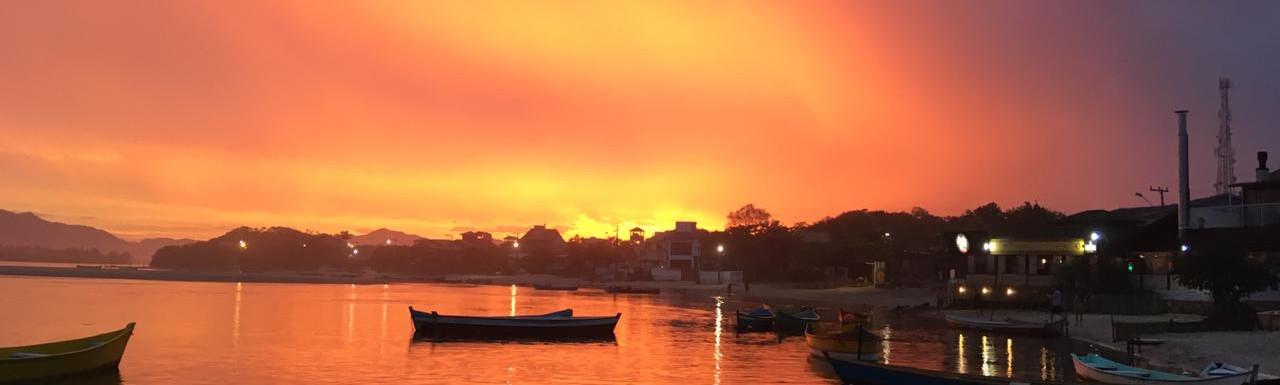 Por do sol visto na beira do Rio da Madre. Foto: Acervo da Pousada  .