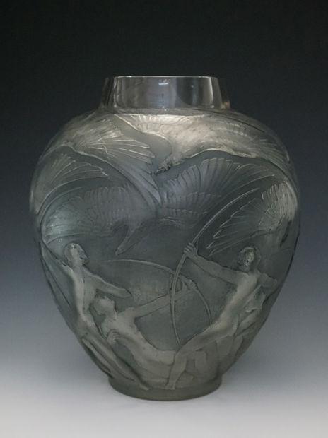 ラリック 花瓶「アーチャー」