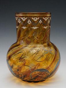 蝶と草花文花瓶