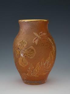 虫と草花文花瓶