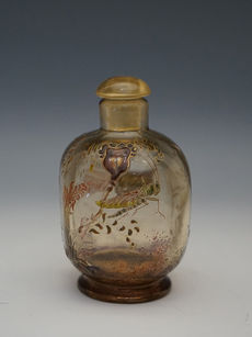 バッタ文香水瓶