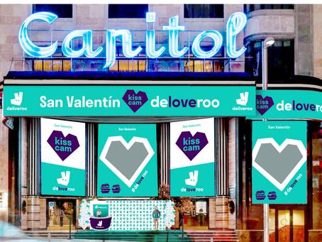 Deliveroo lleva el amor a Madrid en San Valentín con una Kiss Cam en plena Gran Vía