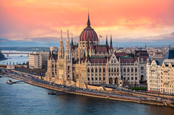 the-hungarian-parliament-on-the-danube-r