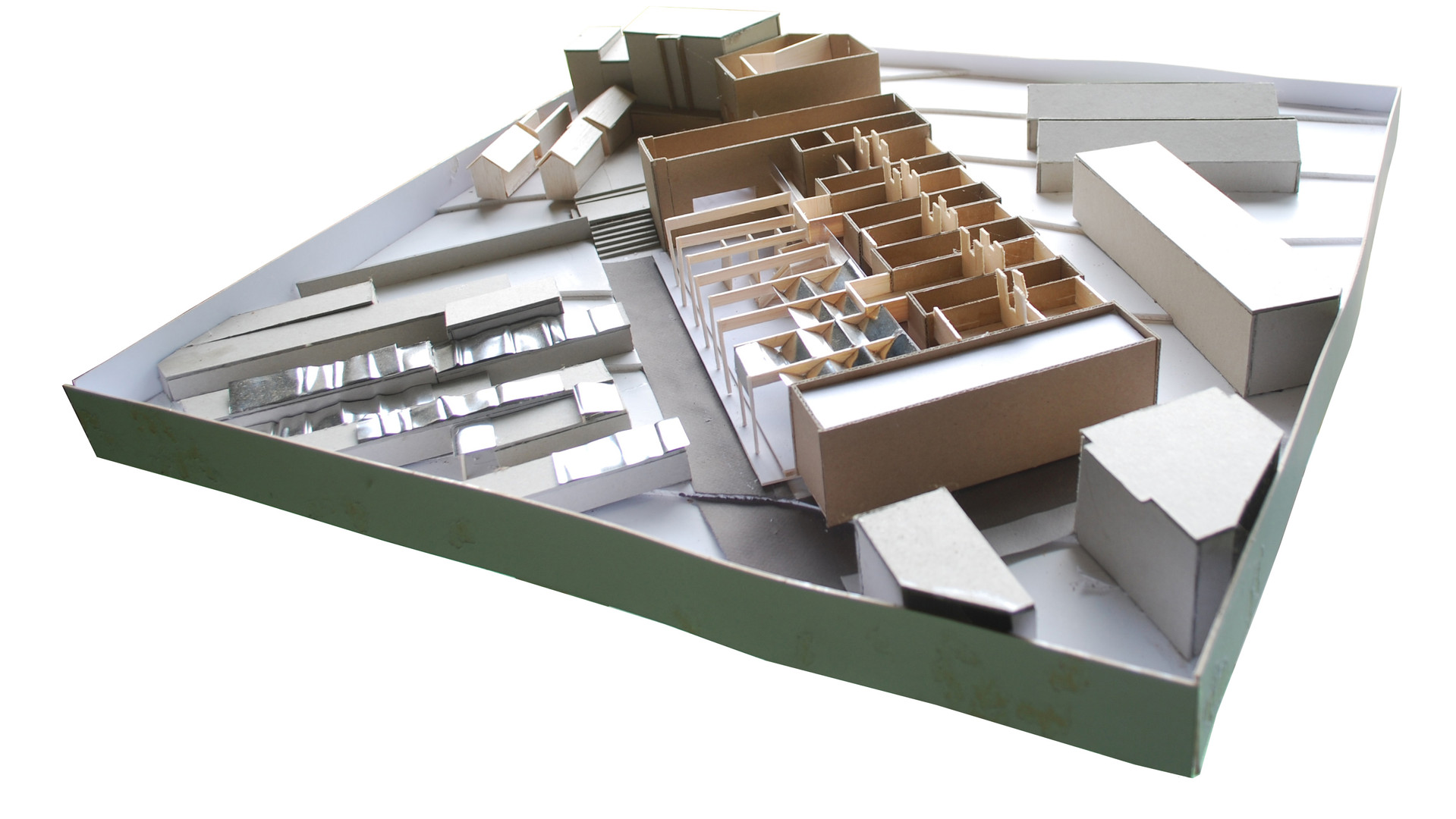 Architecture model for self-build training centre