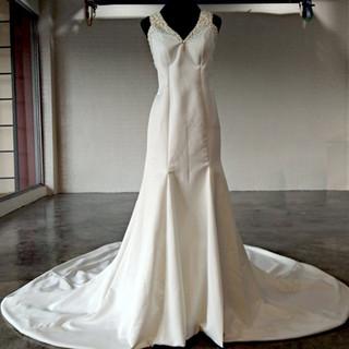 Guita Simple Off White Satin Wedding Gow
