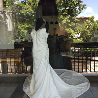 Simple White Satin Serpentine Drape brid