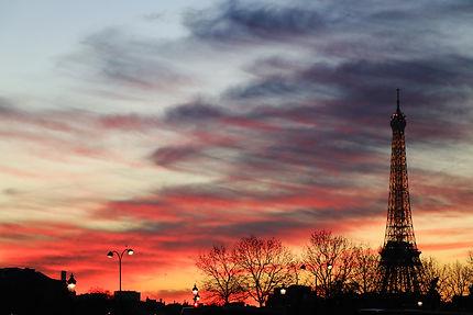 Eiffel Tower night fall.jpg