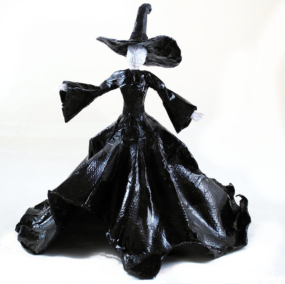 Sculpture Witch Centerpiece