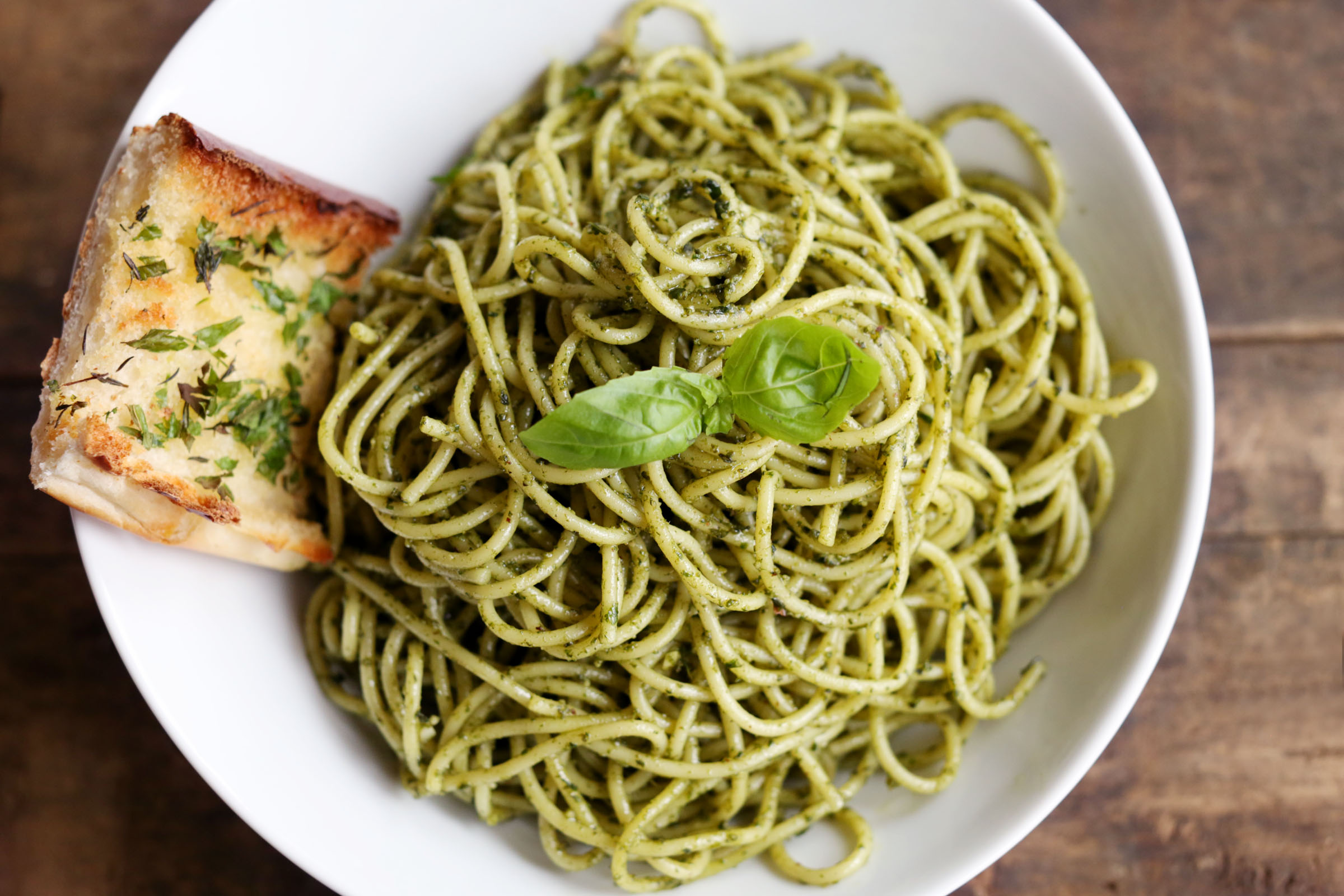 DB-spaghetti w pesto