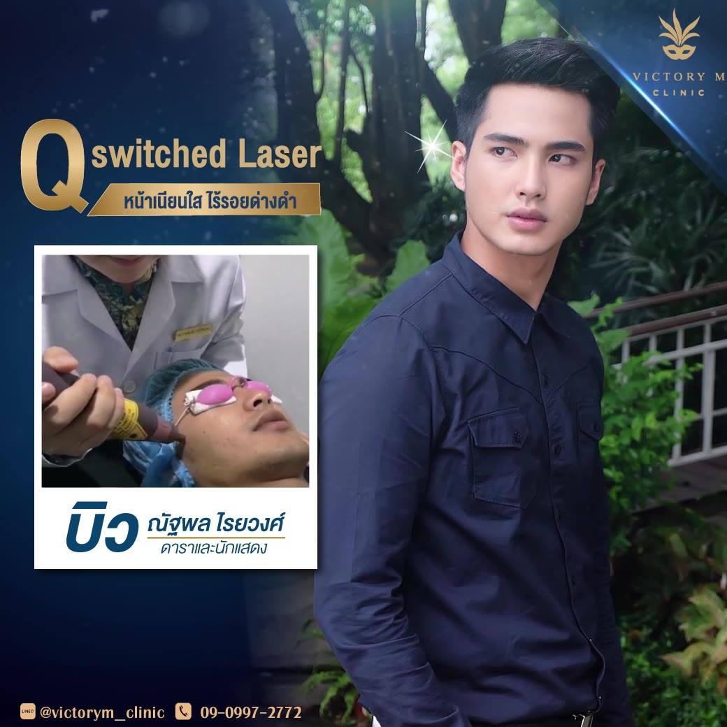 Q-Switch Laser แก้ปัญหาสีผิวไม่เรียบเนียนสม่ำเสมอได้อย่างตรงจุด‼  👦🏻 เหมาะกับผู้ที่มีปัญหา 👦🏻 ✨ รอยฝ้า กระ และจุดด่างดำบนใบหน้าลดลง ✨ แก้ปัญหารอยดำและรอยแดงจากสิว ✨ รักษารอยคล้ำบริเวณริมฝีปากให้จางลง ✨ ทำให้ผิวใสขึ้นและสีผิวเรียบเนียนสม่ำเสมอ  👨🏻 ผลล