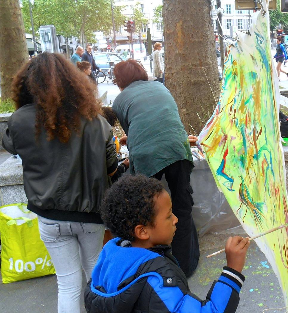 Pluie ... de créativité collective joyeuse en musique à Porte dorée !