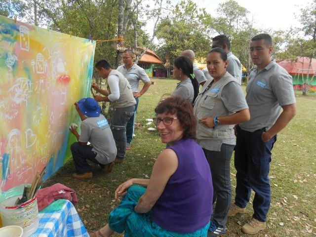 Pintura colectiva avec les enfants autistes