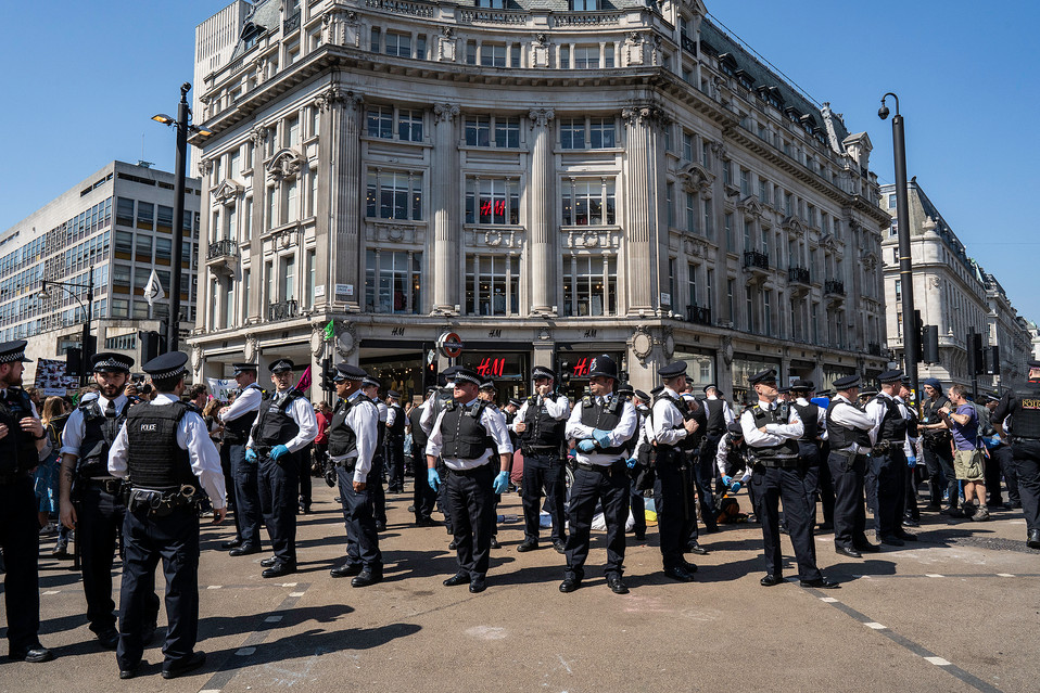 Police move in to clear Oxford Circus