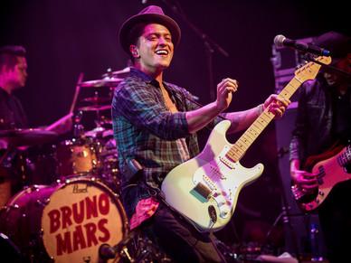 Bruno Mars - Paradiso 2011