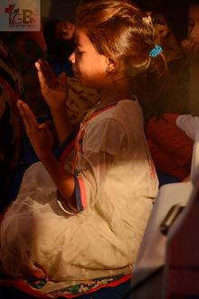 Little girl praying.jpg