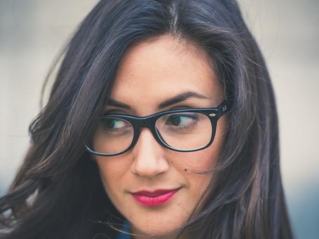 Правильный макияж под «минусовые» и «плюсовые» очки