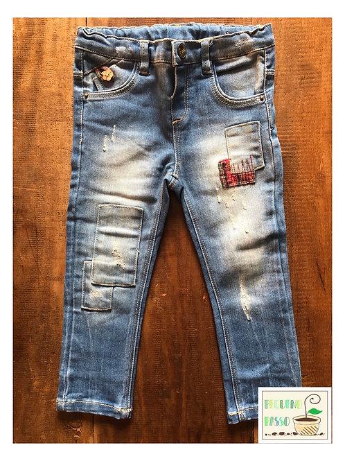 Calça jeans destroyed com aplicação - Zara