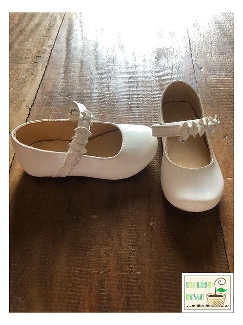 Sapato em verniz branco