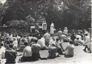 gilwell-outdoor-chapel-photo-J-300x211.jpg
