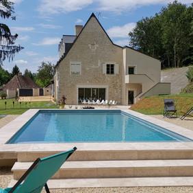 Maison & piscine chauffée vus du pool house