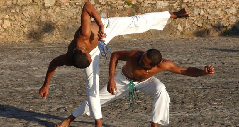 Slide-Aula-de-Capoeira_edited.jpg