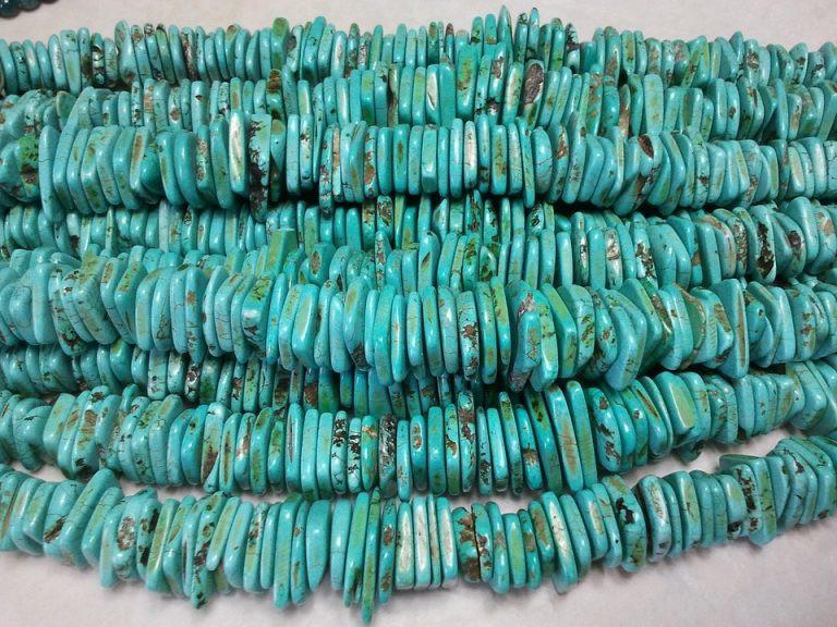 صورة عن حجر الفيروز بلونه الأزرق المائل للأخضر
