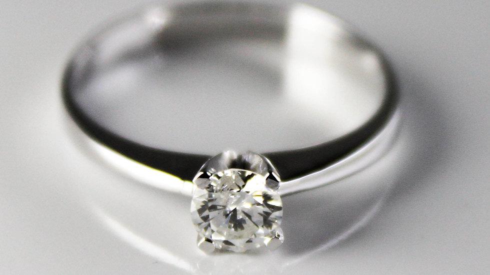 خاتم سوليتير ألماس 0.35 قيراط على ذهب أبيض عيار 18