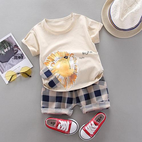 Conjunto de pantalones cortos y t-shirt de león de dibujos
