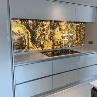 Rustique translucent Kitchen Wall