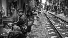 Hanoi Street-Train