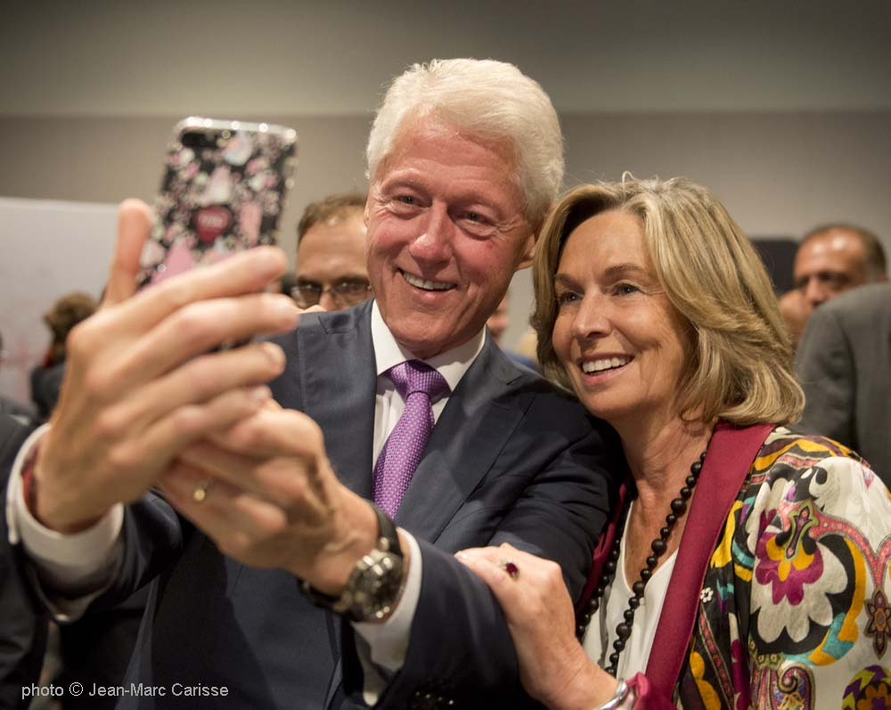Clinton_&_France_Chrétien_Desmarais,__photo_©_Jean-Marc_Carisse_2017_1004_3821