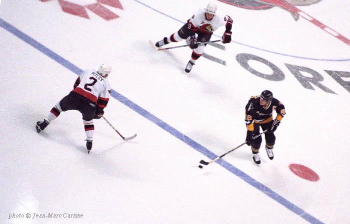 Mario_Lemieux_vs_Ottawa_Senators,___photo_©_Jean-Marc_Carisse_1996