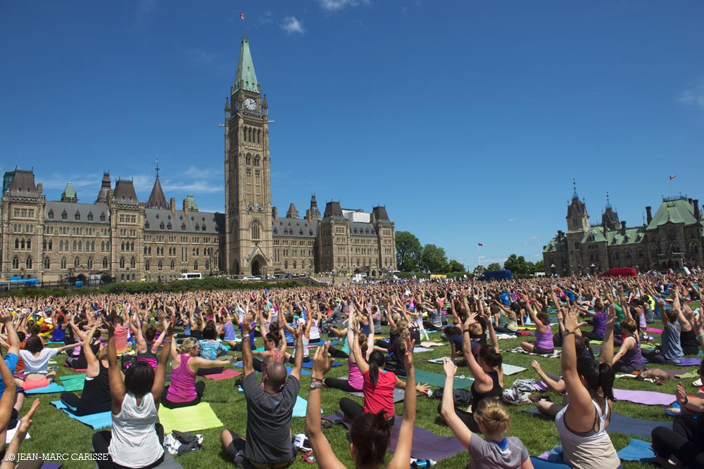 Parliament_Hill_Yoga_©_Jean-Marc_Carisse_2016_0601_4938