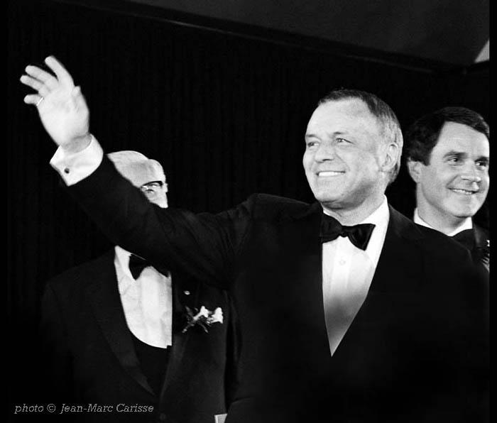 Frank_Sinatra_&_Rich_Little,__photo_©_Jean-Marc_Carisse_1982_