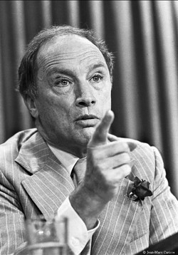Trudeau,_Press_Conf._photo_©_Jean-Marc_Carisse_1980_1002-35A