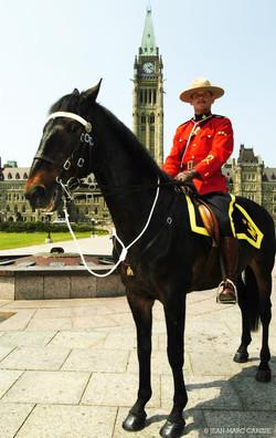 RCMP_on_horse_Parliament_Hill_photo_©_Jean-Marc_Carisse_2005
