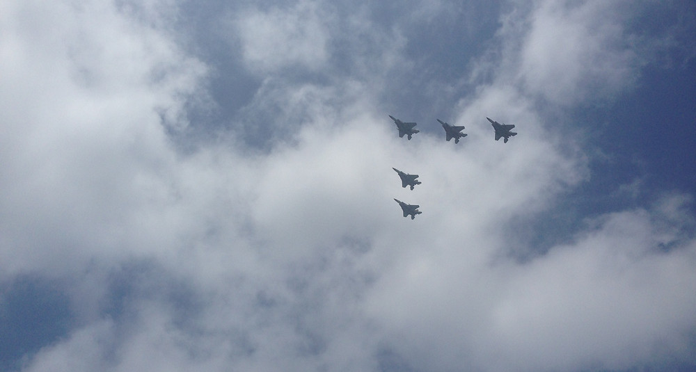 5 Israeli military planes in the sky in a 'V' formation on Yom Haazmaut