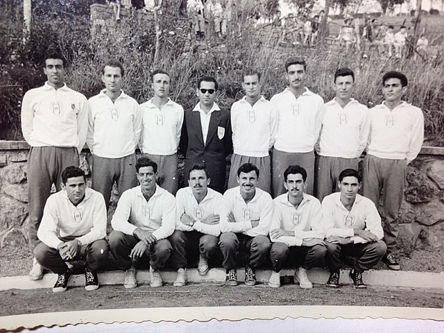 The Israeli Olympics Male Basketball team from 1952 with the back row standing and the first row crouching down