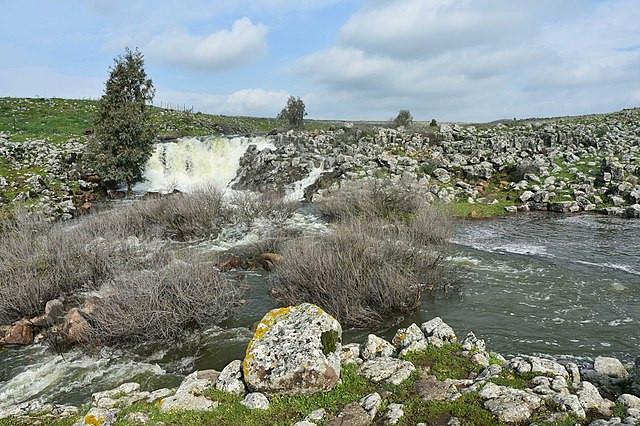 Nov waterfall and pool