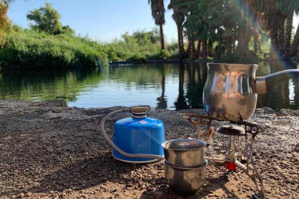 A pakal kafe kit set up on the bank of the Ein Nun Maayan