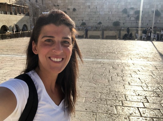 Orly Wahba taking a selfie at the Western Wall in Jerusalem