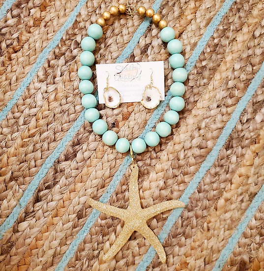 Short starfish necklace