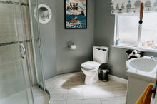 Hamilton Lodge Fishguard - Main / Family Bathroom